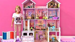 Cinq Enfants construisent des maisonnettes pour poupée