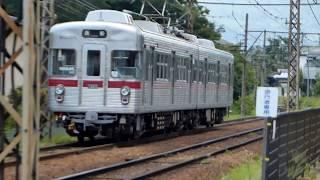 桐原駅を出発する、長野電鉄3500系電車