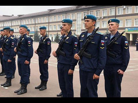 Более 400 курсантов десантного училища приняли присягу