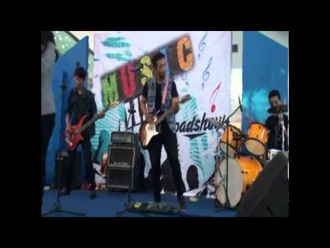 Asteria - Jenuh @ Music Hits Roadshow 2015