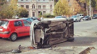 20.10.2014 - Новости Днепропетровска - ДТП на Паторжинского(Столкнулись два автомобиля Opel, в результате чего один из них перевернулся на бок. Спасибо за Like и за Подписк..., 2014-10-20T09:26:02.000Z)