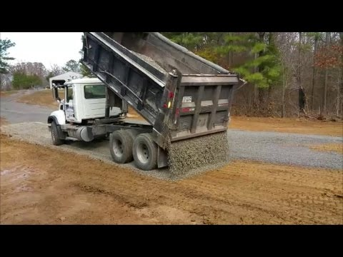 Reverse Drop Spreading Gravel from Dump Truck! This guy is good!!