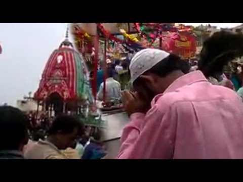 Muslim Man Praying In Front Of Lord Jagannath Rath Yatra 2016 In Hindu Festival