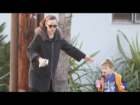 Jennifer Garner Steps Out With The Kids After Ben Affleck Called Her 'Greatest Mum In The World'
