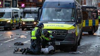 video: Nine police officers injured in London protest against violence in Gaza