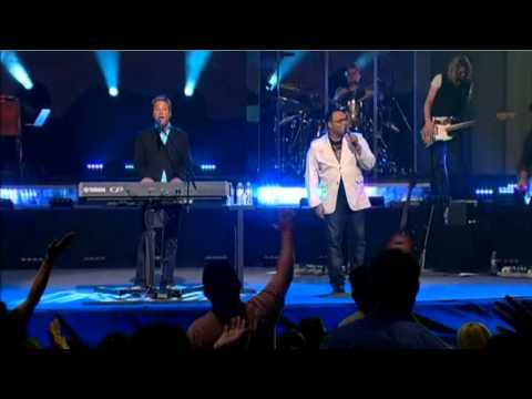 Michael Smith - Help Is On The Way (Duet With Israel Houghton)