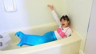バービー人形の人魚が届いて、泳がせてみたいこうくんが泳がせていると...