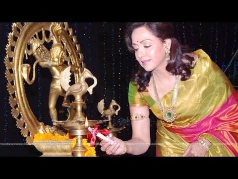Spotted! Hema Malini At 6th Edition Of National Jewellery Award