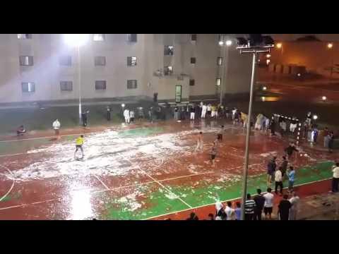 فرحة طلاب البترول بالمطر داخل السكن الجامعي Youtube