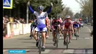 На финишной прямой скорость велогонщиков достигала 80 километров в час