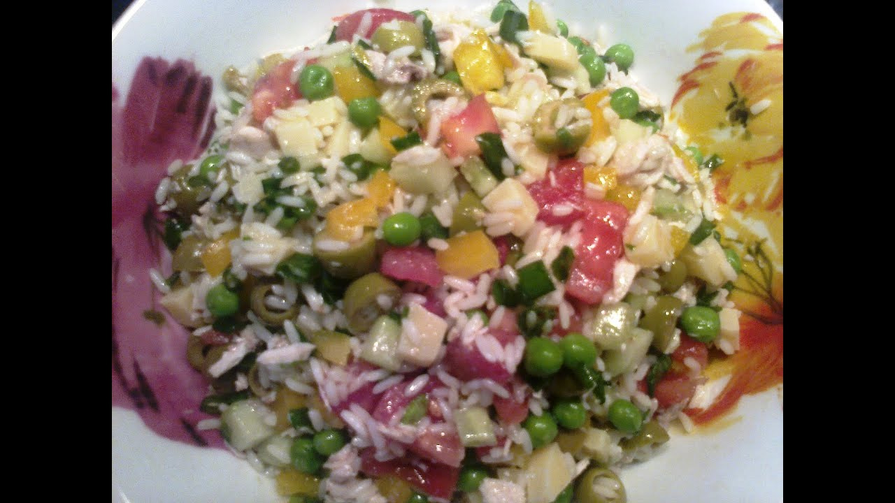 Салат с рисом.L'insalata di riso con il pollo.Итальянская кухня