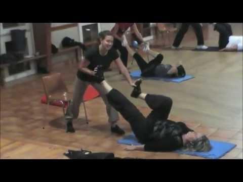 Exercices de tonification musculaire avec partenaire. Gym ...