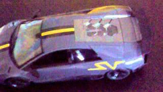 видео Радиоуправляемая модель Lamborghini 670-4 (обычные колеса) 1:26
