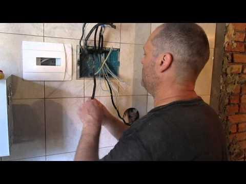 видео: Монтаж  электрического щитка,  или как от дурной головы и ногам покоя нет)))