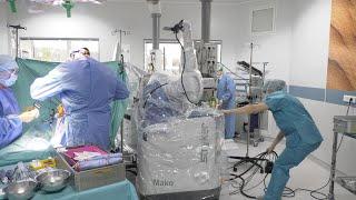 Marseille : ce robot aide les chirurgiens de l'hôpital Saint-Joseph pour poser des prothèses