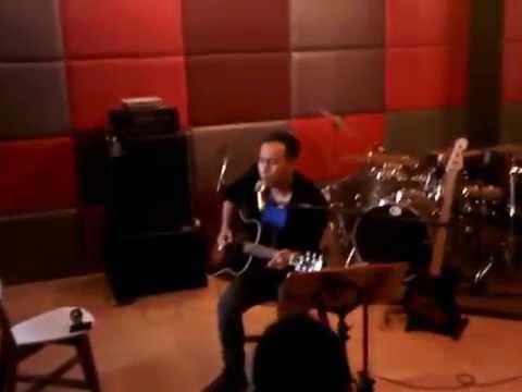 Download lagu Ada Kamu Disini (acoustic live) - Pongki Barata - Pongki Barata Meets the Stars Mp3 terbaru