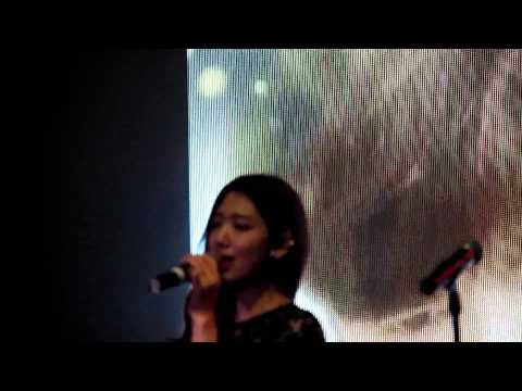 Park Shin Hye Singing Story (Heirs) At DramaFever 2013 Awards NYC (1st Song)