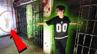 EXPLORING HIDDEN HAUNTED JAIL | (at night)