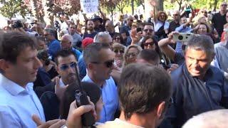 Arriva Virginia Raggi: tensione tra militanti e giornalisti alla kermesse 5 stelle di Napoli