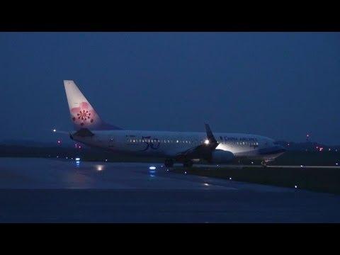 [CAL Charter Flight] China Airlines B737-800 B-18606 NIGHT TAKE-OFF NOTO Airport 能登空港 2013.5.15