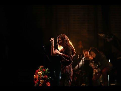 Monita Tahalea -- Senja ( Konser Dandelion 2016 )