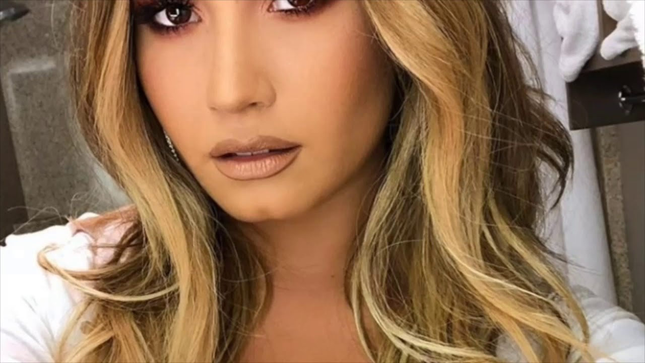 Demi Lovato Changes Her Hair Color To Blonde Following Relapse A