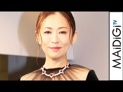 松雪泰子、3億円のネックレスに「身が引き締まる思い」 「第6回ウーマン オブ ザ イヤー」授賞式