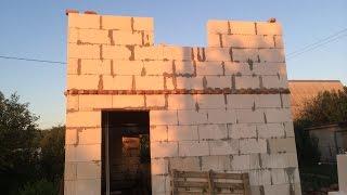 Строим дачный домик своими руками. Второй мансардный этаж из пеноблока.(Второй этаж мансардный строить не так уж сложно. Единственная у меня сложность была в поднятии блоков. Дума..., 2016-08-26T18:24:00.000Z)
