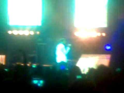 Usher Burn At Omg Tour Melbourne 2011 Youtube