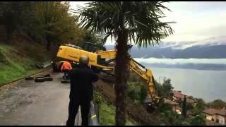 Discesa pericolosa con escavatore