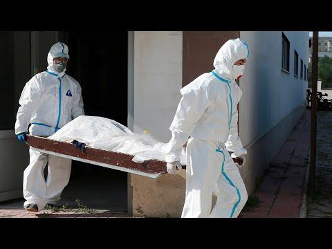 Рекорд умерших и ужесточение мер. Коронавирус в России
