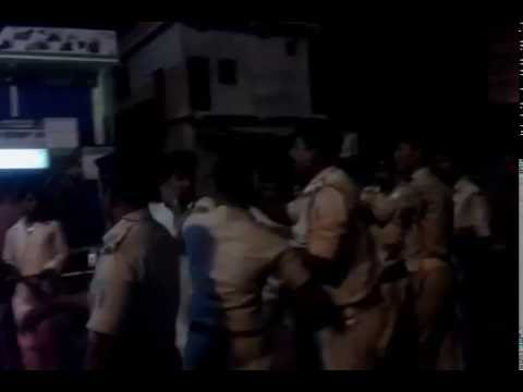 Jamshedpur police beating citizens for not wearing helmet