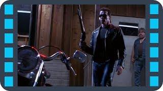 Т-800 забирает солнечные очки у байкера — «Терминатор 2: Судный день» (1991) сцена 2/10 QFHD