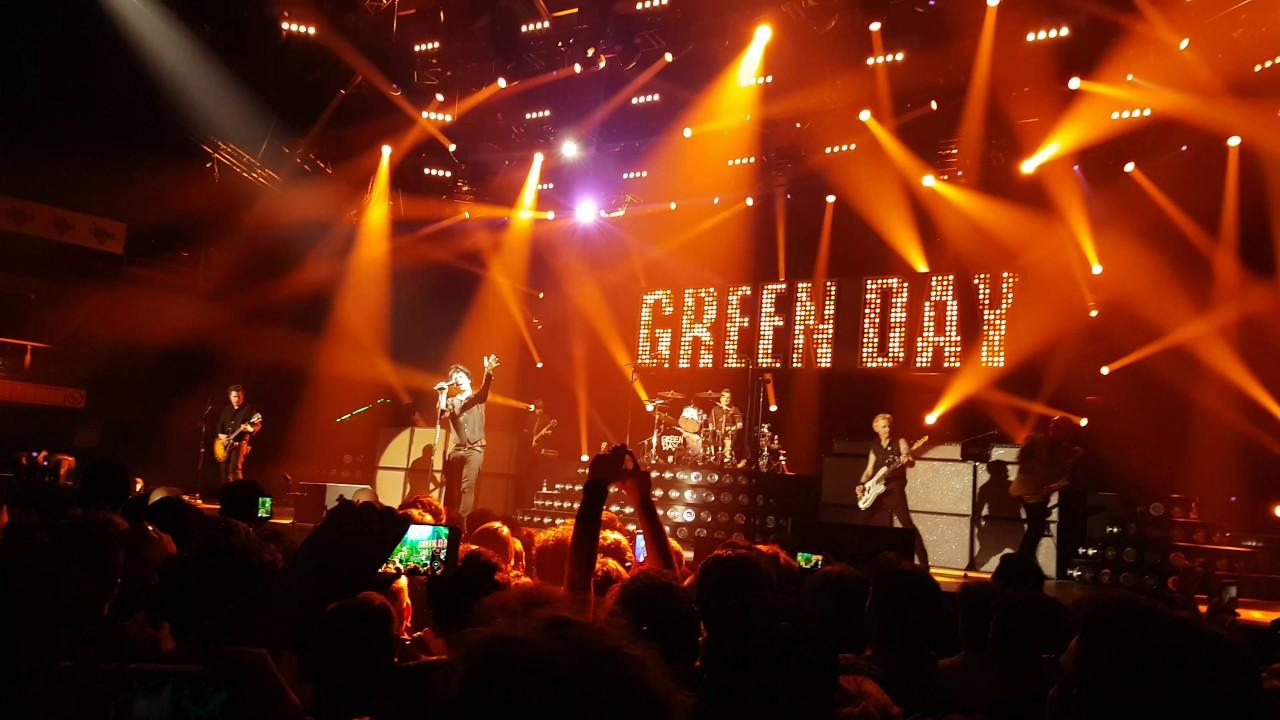 Afbeeldingsresultaat voor green day revolution radio tour
