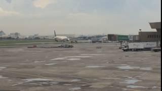 """""""بالفيديو"""" شاهد إخلاء ركاب طائرة سعودية في مطار مانيلا بعد إنذار خاطئ بتعرضها للاختطاف"""