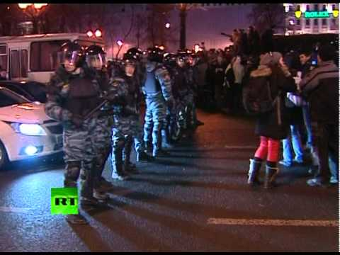 Video: Police disperse crowds after anti-govt rally in Moscow