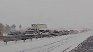 Трасса Оренбург-Орск расчищена: 12 человек госпитализированы с обморожением(Спасателям и коммунальщикам удалось полностью расчистить от снега трассу Оренбург-Орск и добраться до..., 2016-01-04T08:06:01.000Z)
