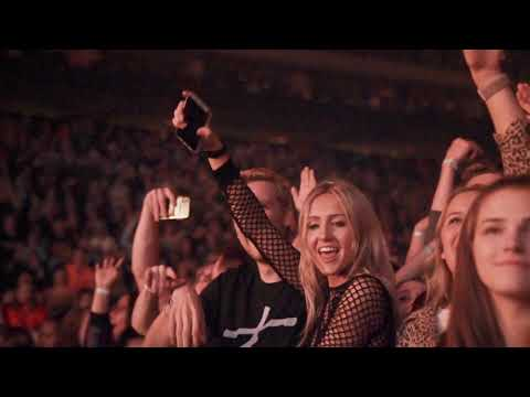The Chainsmokers - That Kid On Tour - World War Joy