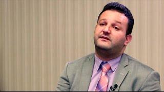 أخبار عربية - مستشار اعلامي سابق لمجموعة مخلوف يؤكد ان 200 صراف يعملون لصالح ايهاب مخلوف