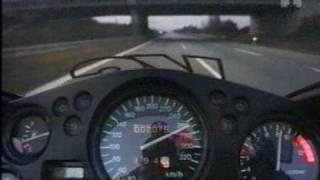 Velocità da paura  - 300 kmph in moto!!.