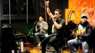 ARIZTOTELES-Hidup adalah perjuangan (cover Dewa Akustik)