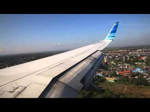 Garuda Indonesia PK-GEI landing at Syamsudin Noor Airport in Banjarmasin