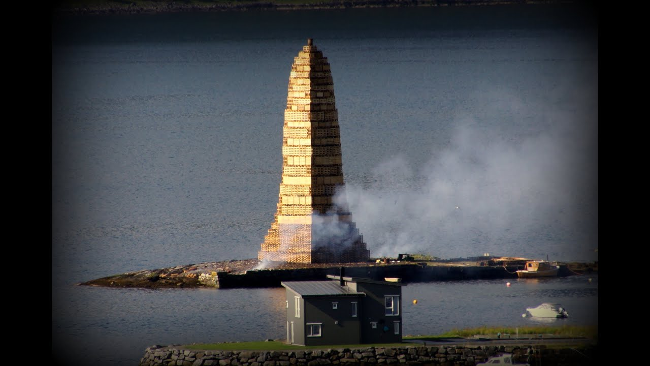 The Creation Of The Bonfire Slinningsbålet YouTube - Norway creates biggest bonfire world