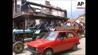 YUGOSLAVIA: KOSOVO: UROSEVAC: SERBS FLEE AS REFUGEES RETURN