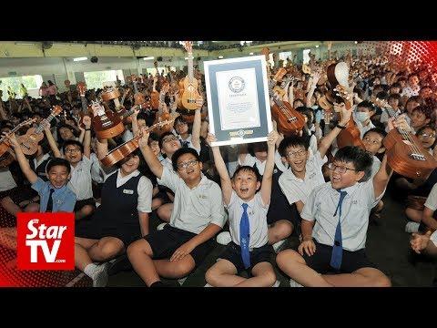 Jason Hurst - 2,869 Students Set Guinness Record By Playing Baby Shark On Ukulele