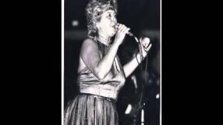 Julie Daraiche - Un Verre Sur La Table (Avec Paroles)
