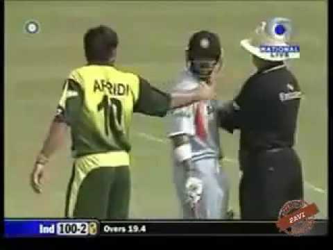 Shahid Afridi Fight Video With Gautam Gambhir in Live Cricket Match Pakistan vs India