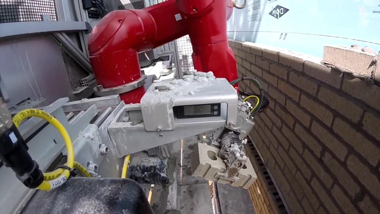 Risultati immagini per robot muratore