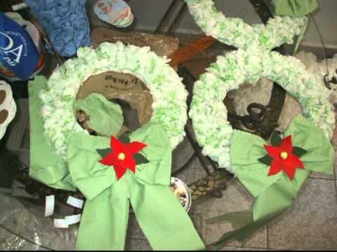 Arbol de navidad qa 2011 con papel reciclado youtube - Como hacer coronas de navidad ...