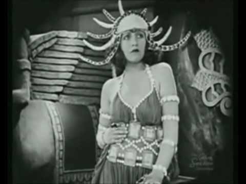 LILA LEE (1919) e o canto de Olga Praguer Coelho (1936)
